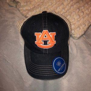 Aubrn hat